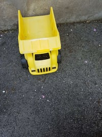 yellow dump truck toy Laval, H7N 1R4