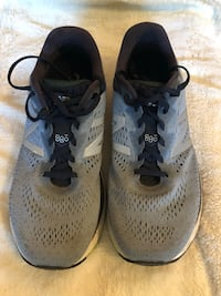 New Balance 880 running shoes - Men's size US 11 - wide fitting Toronto, M4N 1Z8