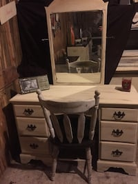 Vanity with mirror and chair  Tupelo, 38804
