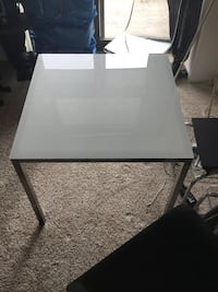 Frosted glass square table Chicago, 60605