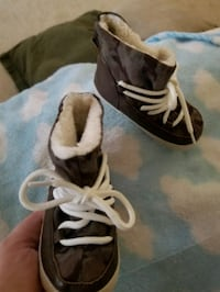 Infant Boy Shoes (Gap 18-24) Pickering, L1V 6N8