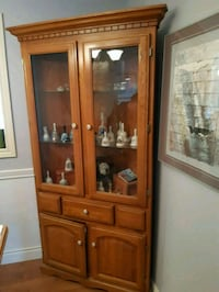 Corner Curio cabinet with light St. Catharines, L2N 6N9