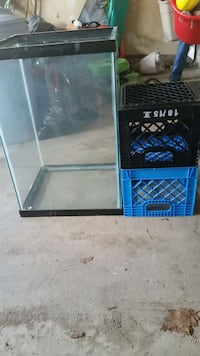 fish/lizard tank with lamp and lid Aurora, L4G 7K6