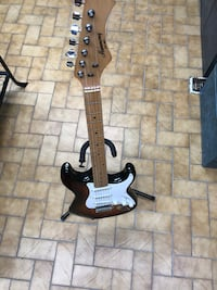 black and white electric guitar Longueuil, J4K 3T6