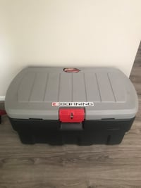 Rubbermaid foot locker, need to sell ASAP, moving out, HMU