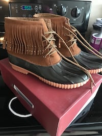 Duck boots new with fringe great gift !
