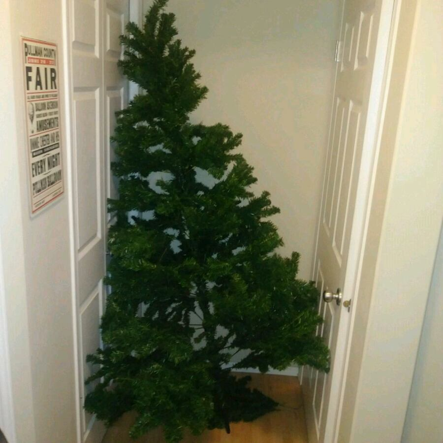 PREOWNED: 7 foot artificial christmas pine tree *N