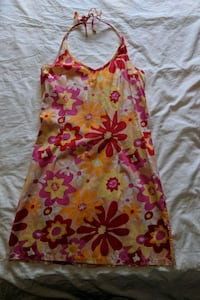 Halter floral summer dress size small Calgary, T2E 0B4