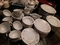 Beautiful Set of Chodziez Dinnerware in Excellent Condition  Mississauga, L5J 2E5