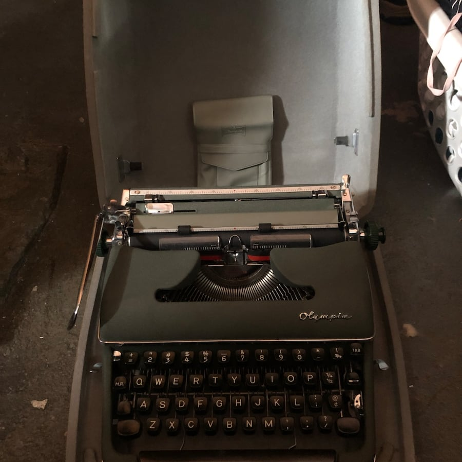 Olympia De Luxe Typewriter with Hardshell Case