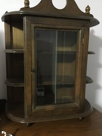 Table top size display cabinet. Mississauga, L5N 5E1