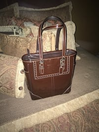Coach chocolate brown patent leather shoulder bag..in perfect condition inside and out..only used a few times... Oakville, L6K 1Y8