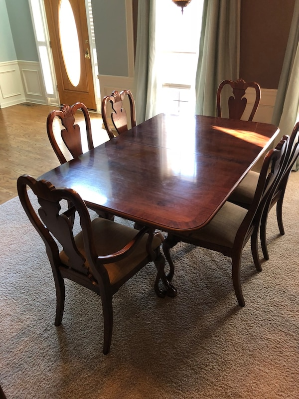 American Drew Dining Room Table with 6 Chairs
