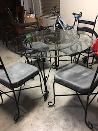 Dining table and chairs Weslaco, 78599