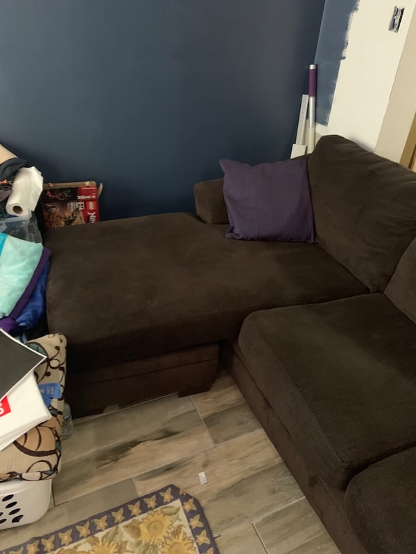 Couch 98bb9340-cd5f-4dc9-888d-06a7e47d3e10