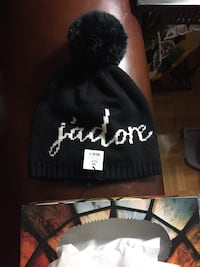 black and white jadore bobble hat Mississauga, L5A 1H7