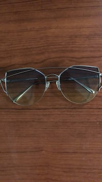 silver-colored framed aviator-style sunglasses Toronto, M4E 1R4