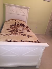 White Twin Bed Frame and Drawer Hagerstown, 21742