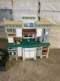 white and green kitchen playset Alexandria, 22310