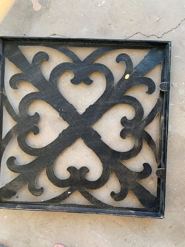 iron wall decor 1a117ad9-35e4-4711-941e-d9486a201e44