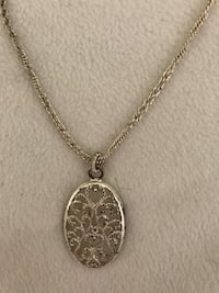 oval gold pendant twisted chain necklace Lower Paxton, 17112