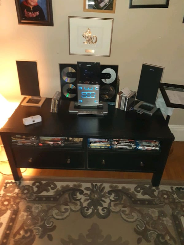 Vintage philips stereo with 4 disc changer  887f7fad-bcd5-4b15-9400-eebabee7c6bb