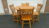 Solid table set in great shape Pelham, L0S 1M0