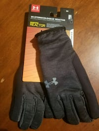 Grey Under Armour Gloves size Small  Weslaco, 78596