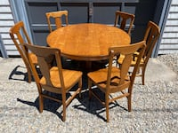Gorgeous Antique Dining Set, Oak Round Table with 6 chairs