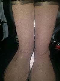 pair of gray suede boots Martinez, 94553