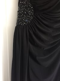 Stunning dress. Fitted material. Fits size 12 and 14 Toronto, M1B 5B5