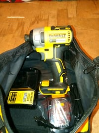 yellow and black DEWALT cordless drill Tanner, 35671