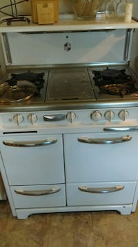 Antique Wedgwood oven Bakersfield, 93309