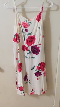 White and red floral short sleeved  dress 725 km