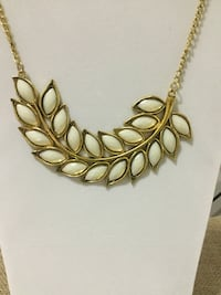 Cream Color and Gold Statement Necklace 52 km