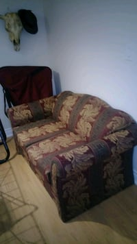 brown and gray floral sofa Mississauga, L5R