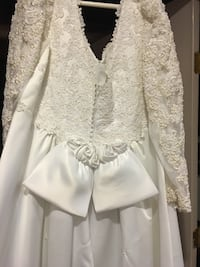 Wedding dress only used once ... size 18-20