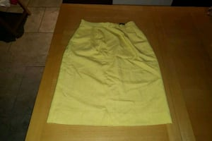 Yellow skirt size 6 with pockets