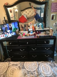Black wooden dressers with mirror. Value city. Sold as a set. Nashville, 37209