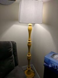 yellow and white table lamp Kennewick, 99337