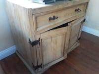 brown wooden 2-door cabinet Temecula, 92592
