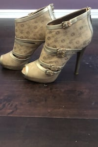 Gold Rocawear Heels - Size 10 Mississauga, L5M 6P8