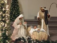 Nativity set up to 3.5' top quality great for a church or business . 554 km