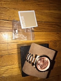 Rose gold micheal kors watch condition 9/10  price: $250 Toronto, M5V