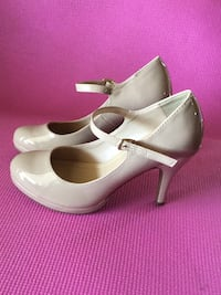 pair of white leather pumps Fresno, 93705