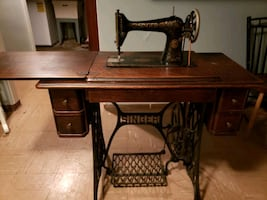 1910 Treadle Singer Sewing Machine