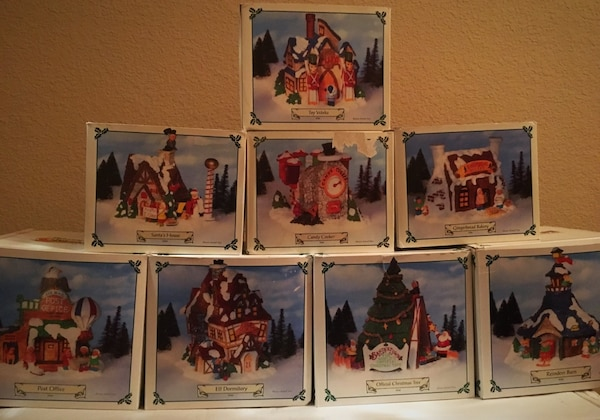 Begagnad PRICE REDUCED--Vintage Christmas Village till salu i Little Elm - letgo