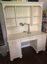 "Wood desk with top ""Ethan Allen"