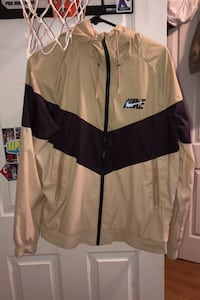 Tan color blocked Nike Windrunner size Medium Sacramento, 95819