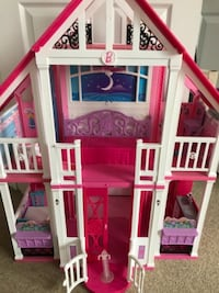 white and red Barbie plastic doll house 621 km